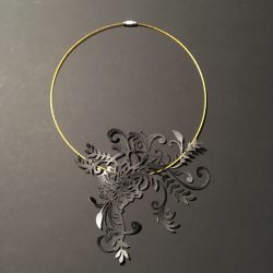 collier_onnae_flower01_tourducou_noir